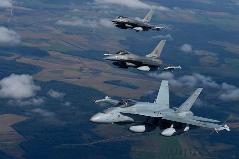 Авиация НАТО в небе