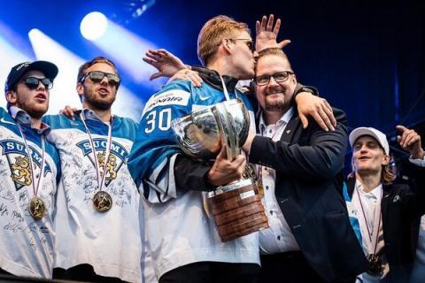 Сборная Финляндии сломала кубок, выигранный на чемпионате мира по хоккею