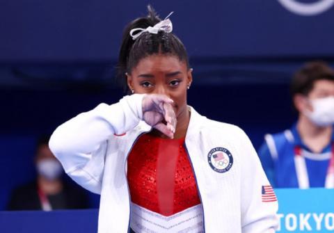 Симона Байлз американская спортсменка