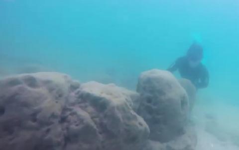 подводная стена