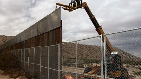 """В США ради """"стены Трампа"""" взорваны священные захоронения индейцев"""