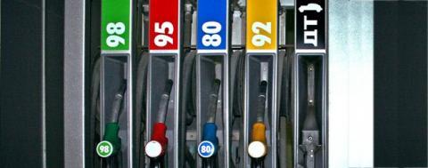 СМИ пишут о введенных нефтекомпаниями скрытых наценках на бензин