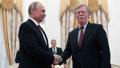 Марков объяснил резкую смену реакции Болтона на РФ после встречи с Путиным