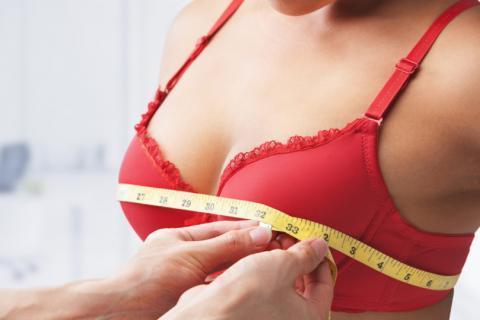 Какой размер груди делает женщин счастливыми, выяснили специалисты