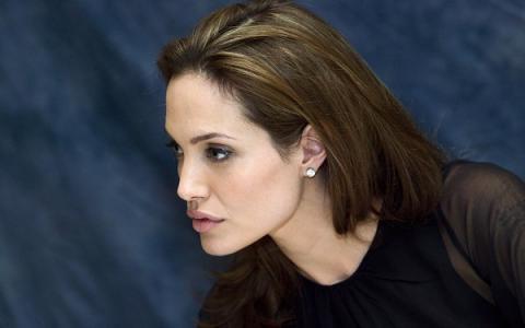 Адвокат отказался работать с Джоли