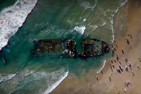 Советский корабль-призрак с крысами-каннибалами внезапно возник на пляже Калифорнии