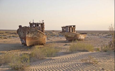 Два огромных корабля обнаружены посреди пустыни в Казахстане