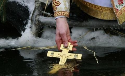 Провокационное фото девушки из Ростова, связанное с Крещением, вызвало бурную реакцию соцсетей