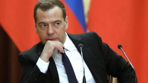 Медведев предложил запретить американские товары в России