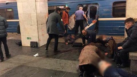 Очевидцы сняли видео в метро Санкт-Петербурга, где прогремел взрыв