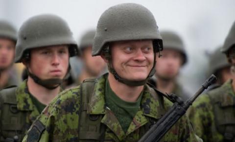На военных учениях в Эстонии произошло третье за неделю ЧП