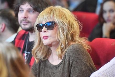 Пугачева в коротком платье переполошила интернет-пользователей новым снимком