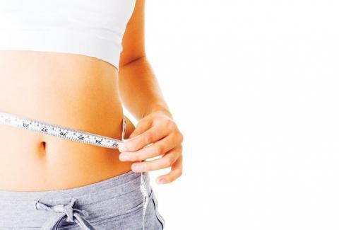 От каких продуктов отказаться, чтобы убрать жир на животе?