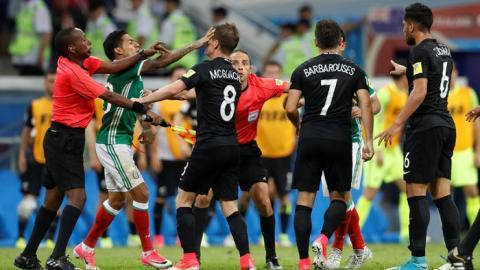 Матч Кубка конфедераций в Сочи остановили из-за массовой драки