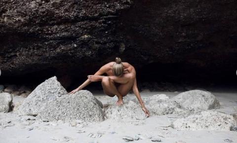 Обнаженная поклонница йоги покорила Instagram