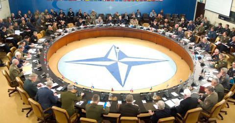 """В Германии назвали НАТО """"параноиками"""" и хотят выйти из альянса"""
