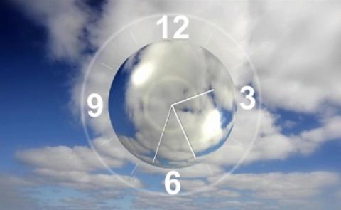 Огромные летающие часы над Балашихой сняли на видео очевидцы