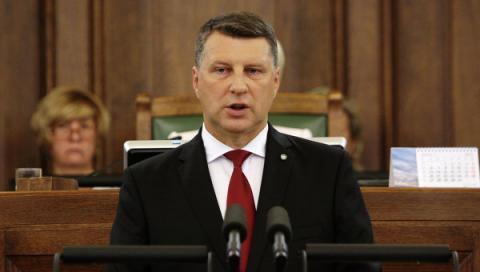 Иностранные инвесторы спешно выводят миллиарды евро из банков Латвии