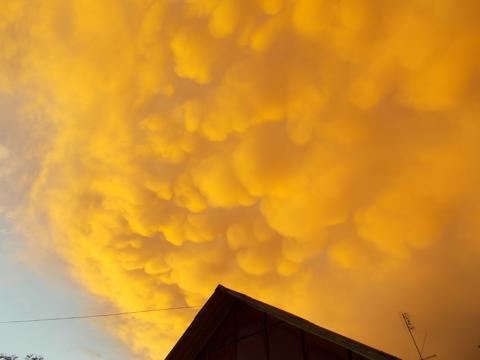 Ядовитое облако поднялось над Днепром: перевернулась фура с хлором