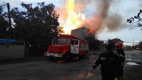 Украина: взрыв на спиртозаводе в Тернопольской области привел к масштабному пожару