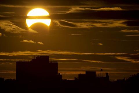 Солнечное затмение 15 февраля 2018 решит судьбоносную задачу для многих, однако есть одно «но», предупредили ученые