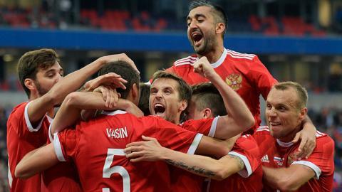 Названы суммы премий, которые получат игроки сборной России по футболу