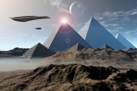Любопытный НЛО изучал египетские пирамиды на глазах у ученых