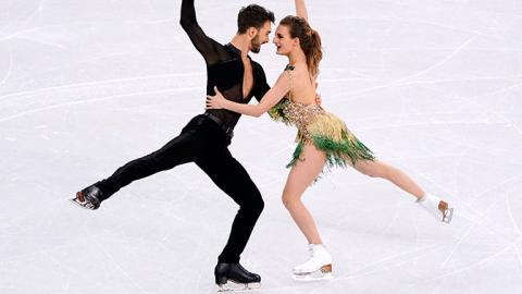 У французской фигуристки на Олимпиаде в Пхенчхане во время выступления расстегнулось платье и обнажило грудь
