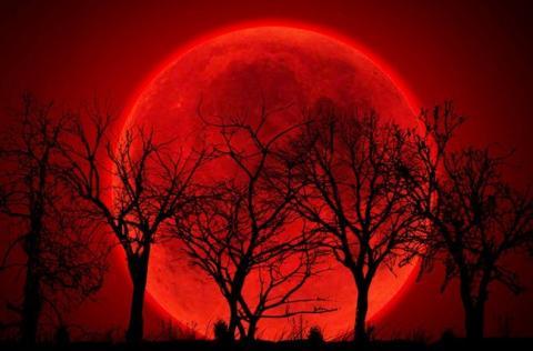 «Кровавая» луна в июле 2018 года: когда можно увидеть, особенности «кровавого» лунного затмения, почему это явление считают знамением