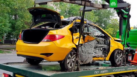 ДТП с участием такси произошло в Москве: 3 человека погибли