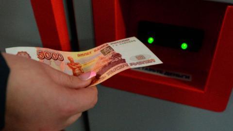 Некоторые банкоматы прекратили принимать купюры в 5000 рублей – СМИ