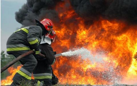 Под Оренбургом произошел пожар на заводе промышленного цинкования