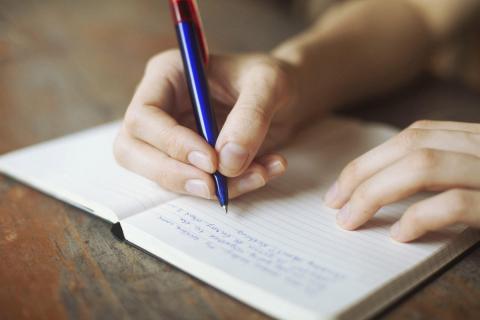 Графолог Илья Щеголев объяснил, что о характере человека говорит его почерк