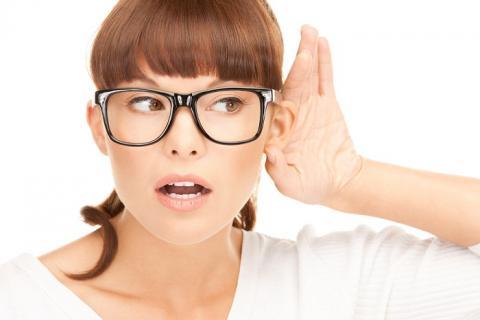 в чем причина глухоты
