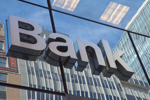 Как работают банки в майские праздники 2019: расписание работы