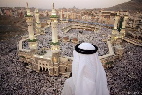 Миллионы паломников со всего мира приступили к обрядам хаджа в Саудовской Аравии