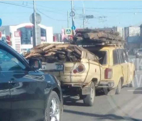 По Астрахани проехал странный автомобиль