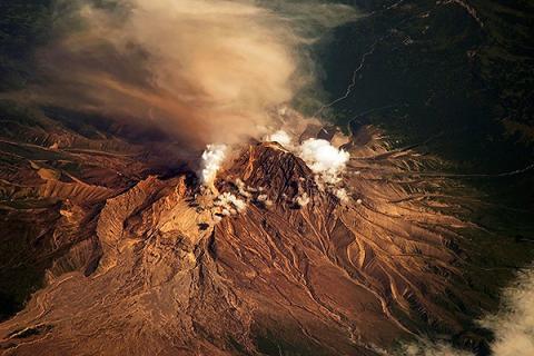 Срочное предупреждение NASA: Марс беспощадно накроет древний вулкан Elysium
