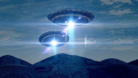 Инопланетяне по чьей-то указке совершили ряд трюков, попав на камеру