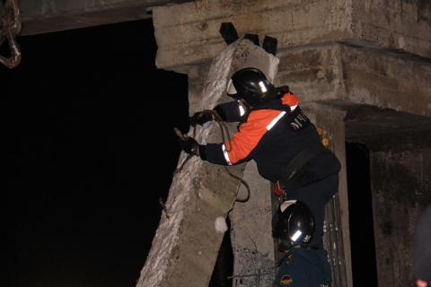 Под Донецком неизвестные подорвали опору железнодорожного моста