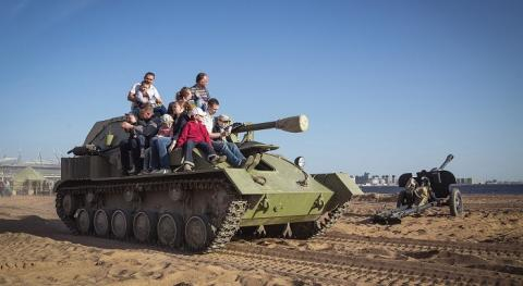 Среди пострадавших от танка «Боевой стали» — двое детей