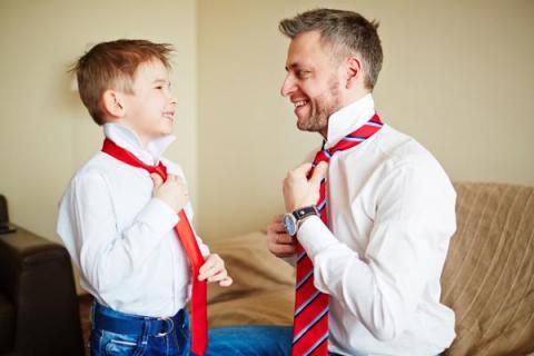 Как завязать галстук пошагово мальчику на 1 сентября: несколько простых способов в картинках