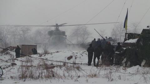 Обострение ситуации в Донбассе: Порошенко срочно вернулся из Берлина