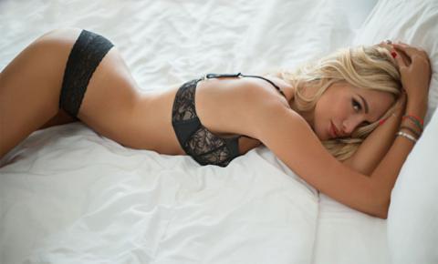 Виктория Лопырева показала все прелести в прозрачном белье