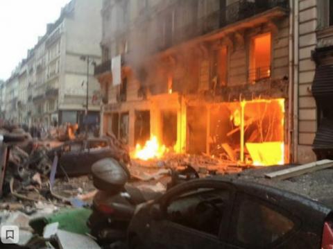 В центре Парижа произошел мощный взрыв, много пострадавших