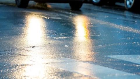 Автомобилистов Ростовской области призвали быть осторожными на дорогах