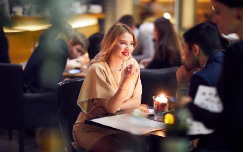 Какие блюда дамам не стоит заказывать на первом свидании, поведали психологи