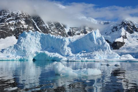 В Антарктиде найдена загадочная аномалия в виде странного следа на снегу