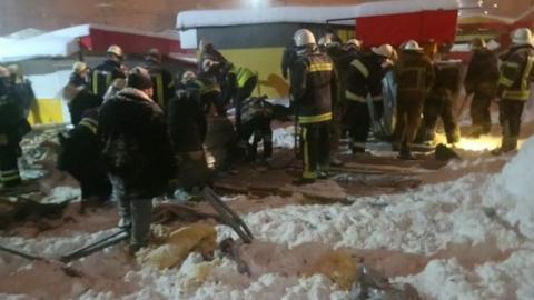 В Харькове крыша недостроенного здания рухнула на людей