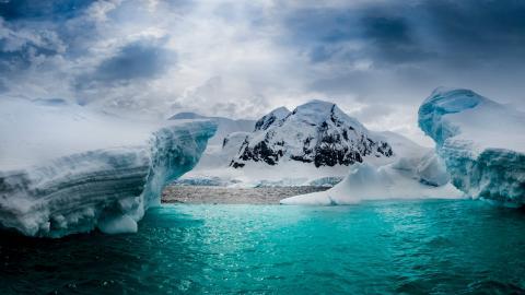 В Антарктиде обнаружена гигантская загадочная впадина, представляющая угрозу для всего мира